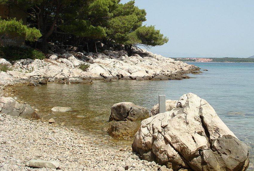 Strand auf Pasman (Bild: MayaSimFan, Wikimedia, GNU)