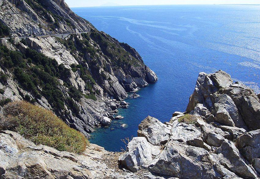 Einsame Bucht an der Elbas Westküste (Bild: Michael Joachim Lucke, Wikimedia, GNU)