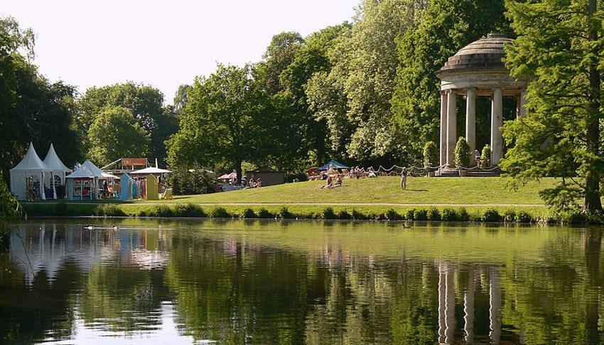 Gartenfestival Herrenhausen am Leibniztempel (Bild: AxelHH, Wikimedia, CC)