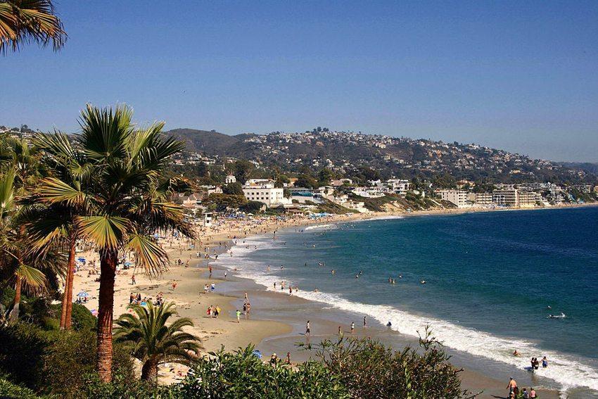 Blick auf den Strand von Laguna Beach (Bild: Patrick Pelster, Wikimedia, CC)