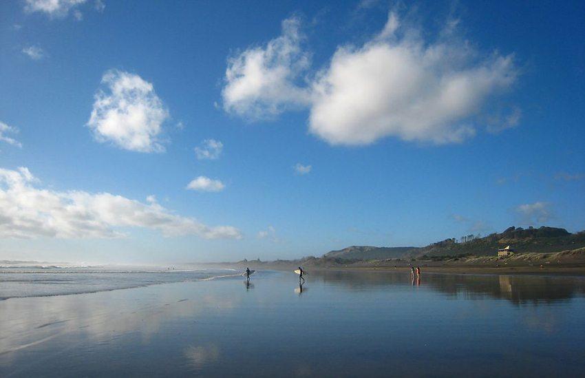 Der Muriwai Beach in Neuseeland (Bild: Avenue, Wikimedia, CC)