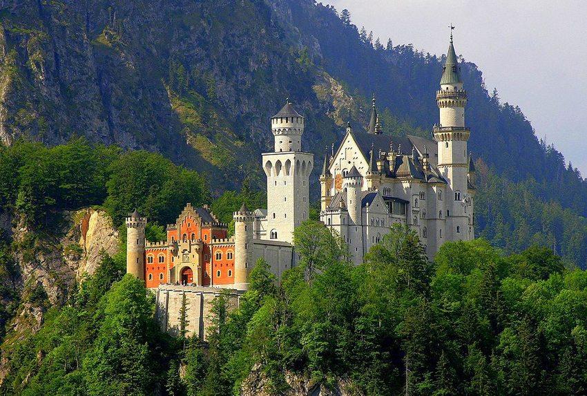 Das Schloss Neuschwanstein von Nordosten (Bild: Cezary Piwowarski, Wikimedia, CC)