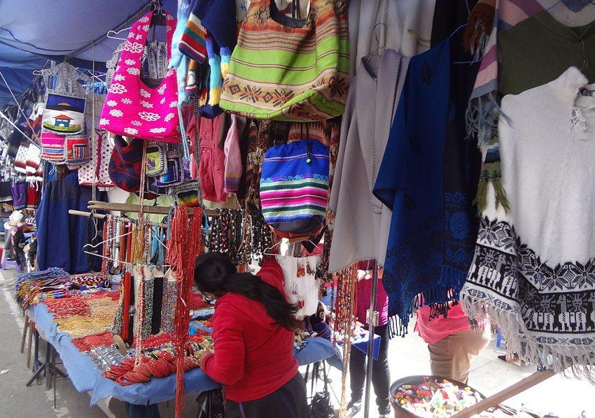 Der Markt von Otavalo ist einer der grössten in ganz Südamerika. (Bild: David Adam Kess, Wikimedia, CC)
