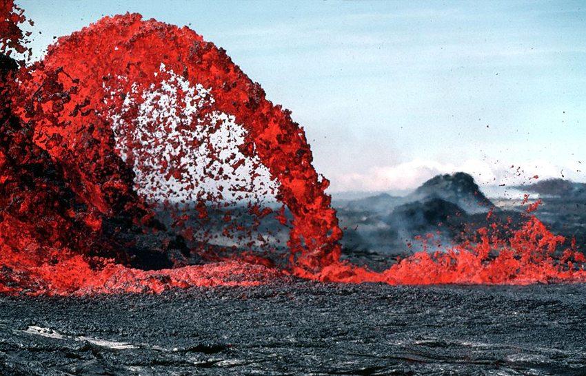 10 Meter hohe Lava-Fontäne in Kahaualea, Hawaii  (Bild: J.D. Griggs, WIkimedia)
