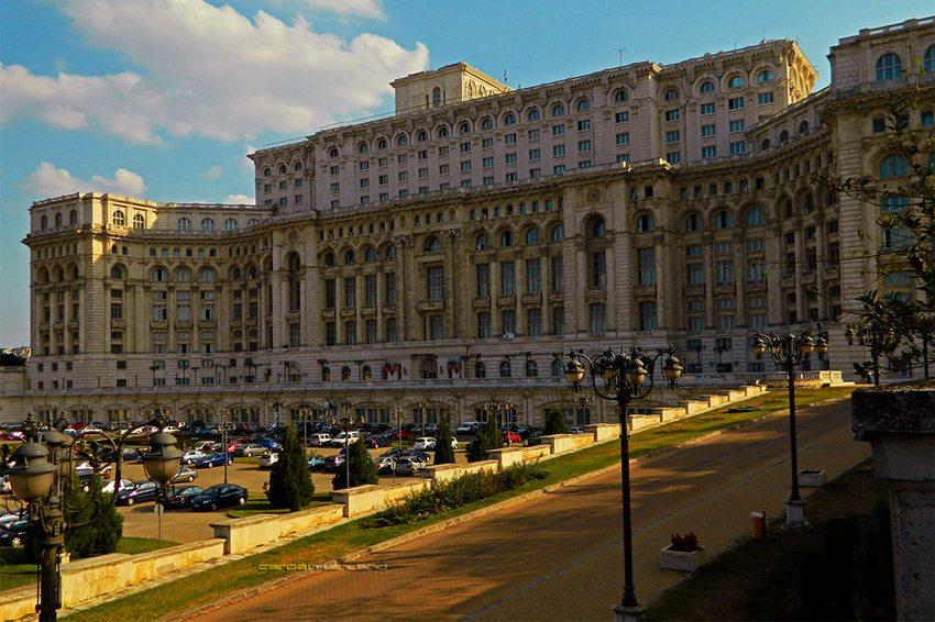 Der Parlamentspalast in Bukarest (Bild: CARPATHIANLAND, Wikimedia, CC)