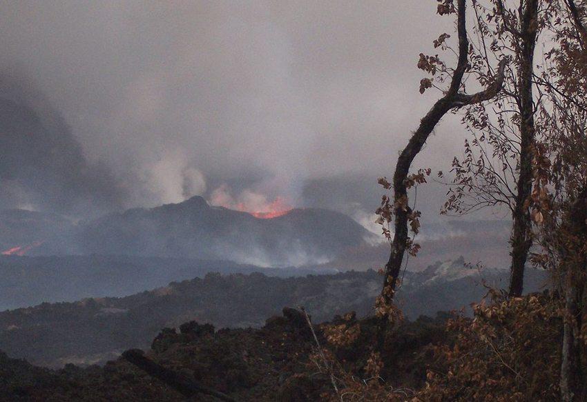 Piton de la Fournaise – Vulkanausbruch im April 2007 (Bild: B.navez, Wikimedia, GNU)