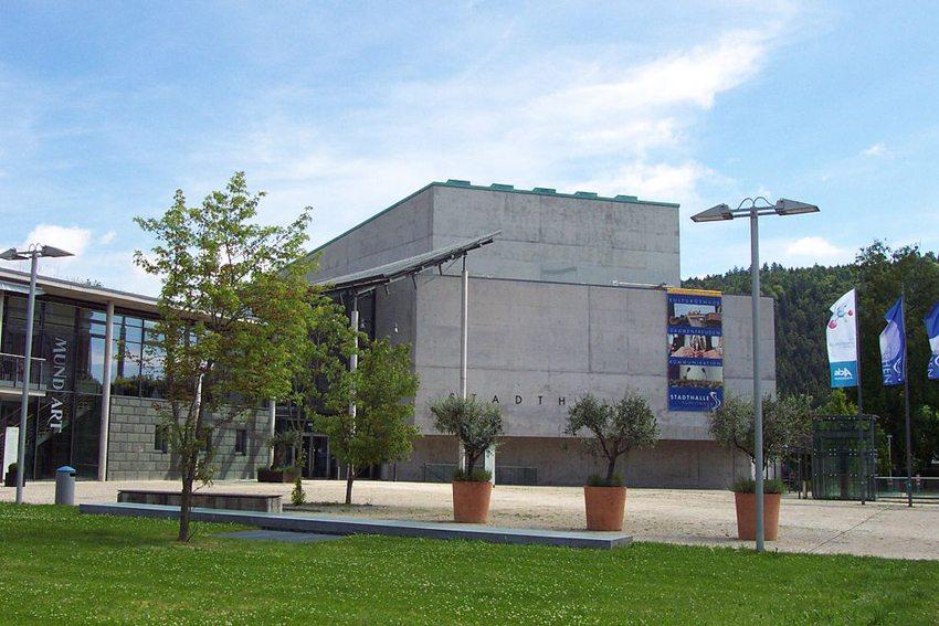 Stadthalle Tuttlingen (Bild: Blacky13, Wikimedia, CC)