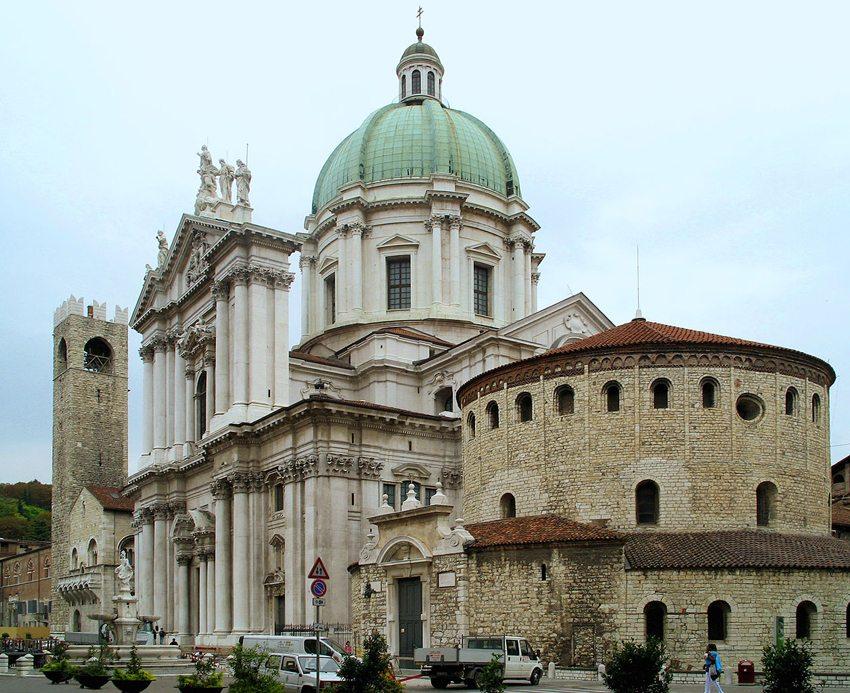 Zentrale Kirchen in Brescia sind der Duomo Vecchio und der Duomo Nuovo. (Bild: Manfred Heyde, Wikimedia, GNU)