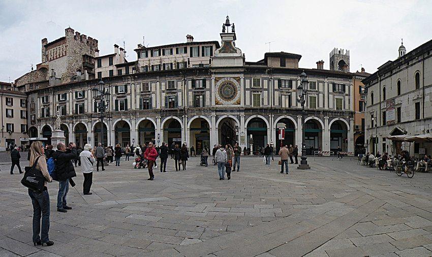 Der zentralste Platz in Brescia ist die Piazza della Loggia. (Bild: Vitold Muratov, Wikimdia, CC)