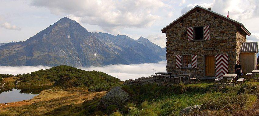 Blick von der Sunniggrätli Hütte auf den Bristen im Kanton Uri (Bild: Simon Koopmann, Wikimedia, CC)