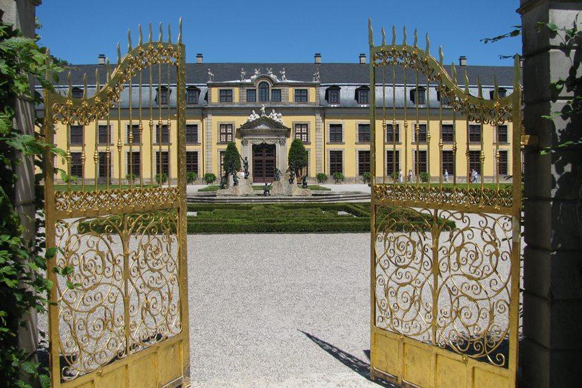 Goldenes Tor vor dem Schloss Herrenhausen (Bild: Kassens Heiner / pixelio.de)
