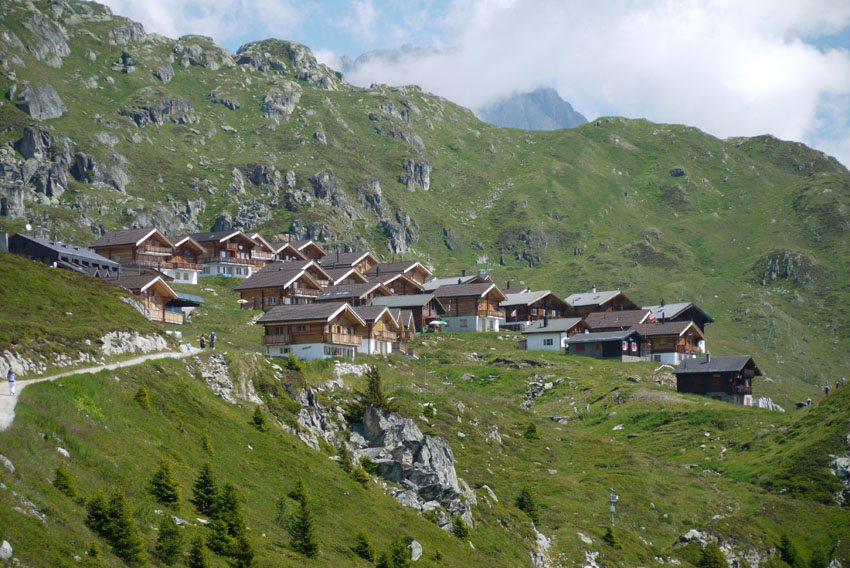Neue Ferienhaussiedlung auf der Belalp bei Naters im Wallis (Bild: Erich Westendarp  / pixelio.de)