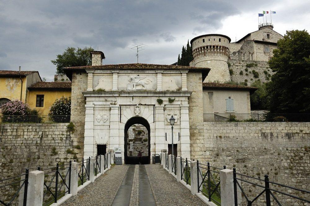 Das Castello von Brescia ist ein beliebtes Ausflugsziel für Einheimische wie Touristen. (Bild: Doronenko, Wikimedia, CC)