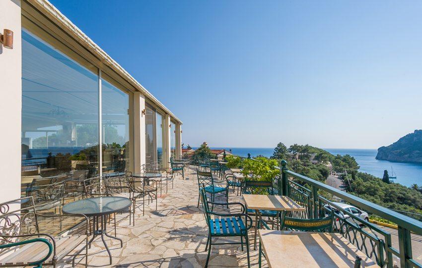 Hotelbalkon in Paleokastritsa (Bild: Netfalls  / Fotolia.com)