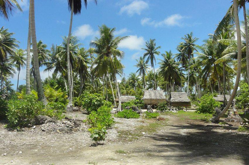 Typische Hütten auf Karibati (Bild: Erin Magee/DFAT, Wikimedia, CC)