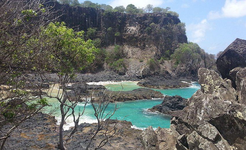Baia dos Porcos auf der Insel Fernando de Noronha (Bild: Augusto Fagner Gomes de Lima, Wikimedia, CC)
