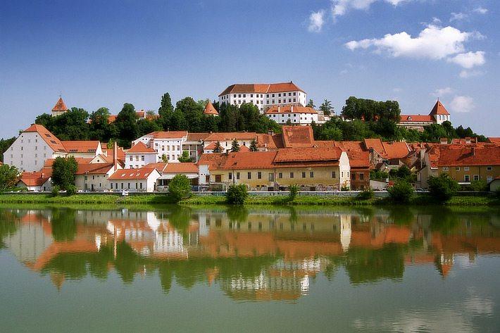 Stadt Ptuj in Slovenien (Bild: Yonashek, Wikimedia, GNU)