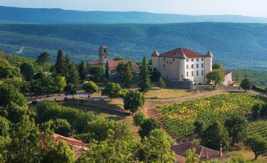 Chateau in Aiguines (Bild: © Rasti Sedlak - shutterstock.com)