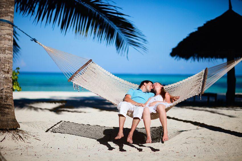 Am besten klappen die Ferien, wenn die Partner die gleichen Ferienansprüche haben. (Bild: BlueOrange Studio / Shutterstock.com)
