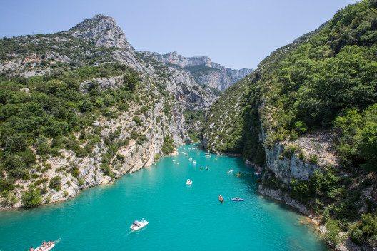 Der grösste Stausee im Naturpark Verdon ist der Lac de Sainte-Croix. (Bild: © veesaw - shutterstock.com)