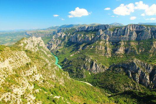 Der Naturpark Verdon umfasst eine grosse landschaftliche Vielfalt. (Bild: © totajla - shutterstock.com)