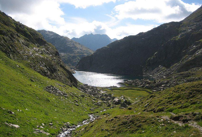 Tomasee – Rheinquelle in Graubünden (Bild: Capricorn4049, Wikimedia, CC)