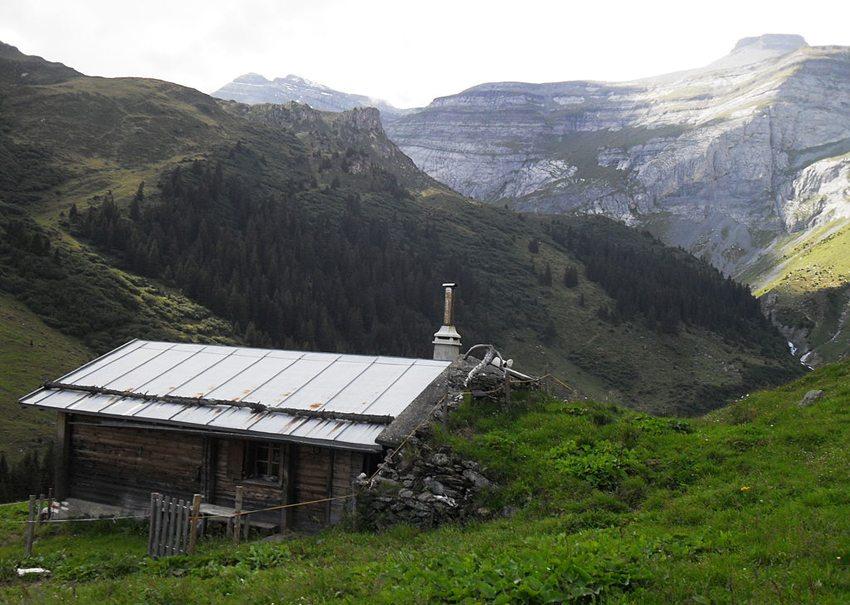 Alphütte bei Rubi Sut, Brigels (Bild: Terfili, Wikimedia, CC)