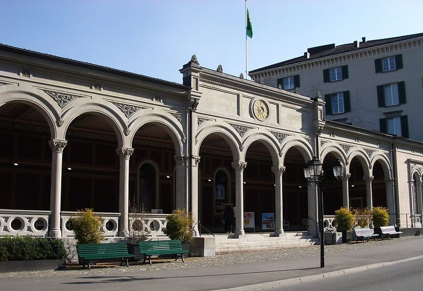 Dorfbad mit Trinkhalle in Bad Ragaz (Bild: Paebi, Wikimedia, CC)