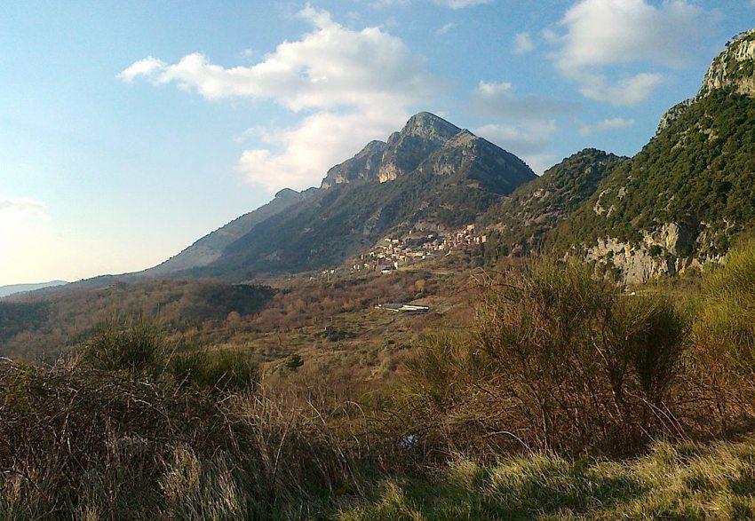 Panorama von Magliano Vetere im Cilento-Nationalpark (Bild: Geofix, Wikimedia, CC)