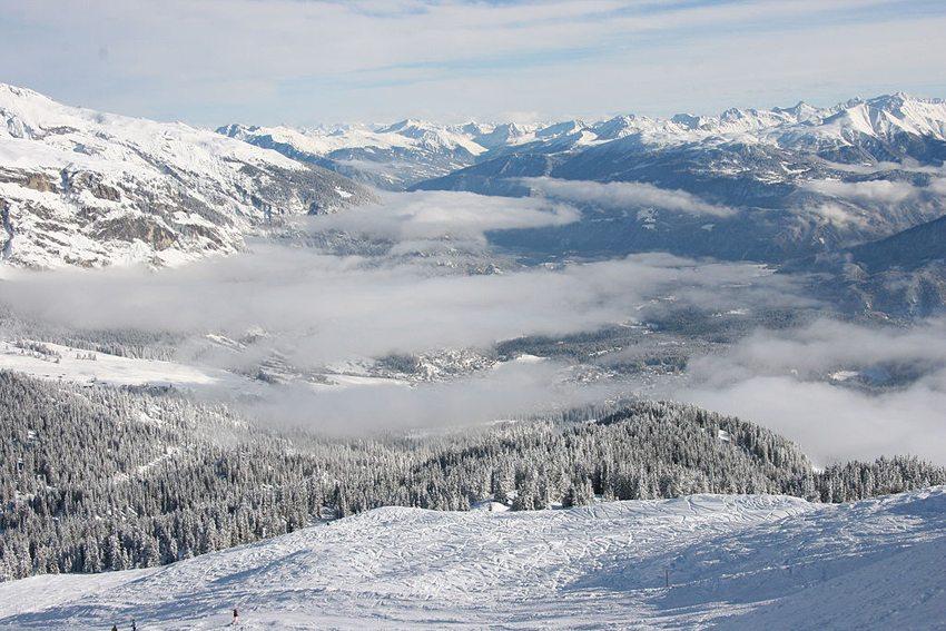 Laax im Winter (Bild: Sport Communities, Wikimedia, CC)