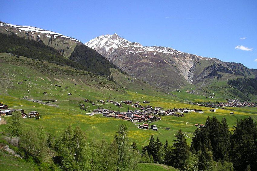Obere Surselva bei Sedrun (Bild: Lutz Fischer-Lamprecht, Wikimedia, CC)