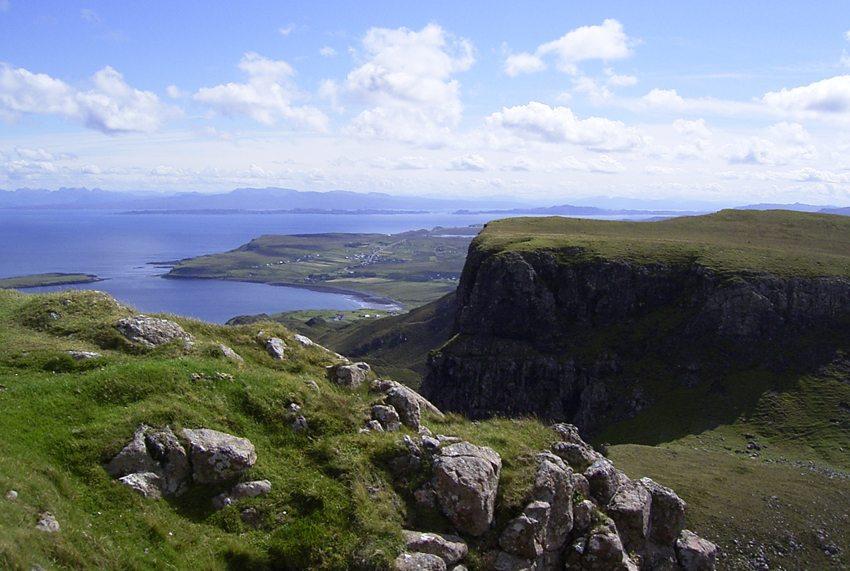 Blick vom Massiv Qiraing im Nordwesten der schottischen Insel Skye. ( (Bild: Brassat  / pixelio.de)