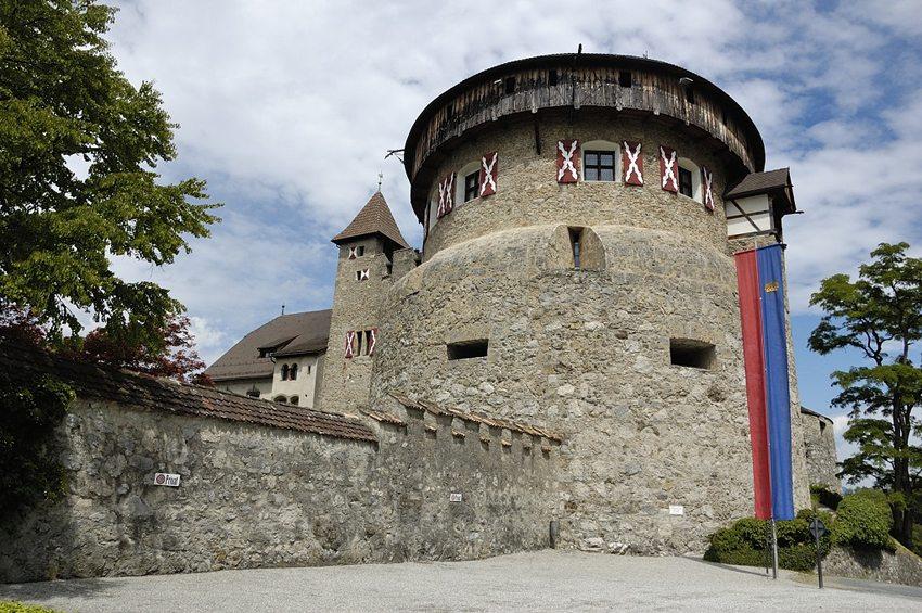 Die Fürstenresidenz – Schloss Vaduz (Bild: Doronenko, Wikimedia, CC)
