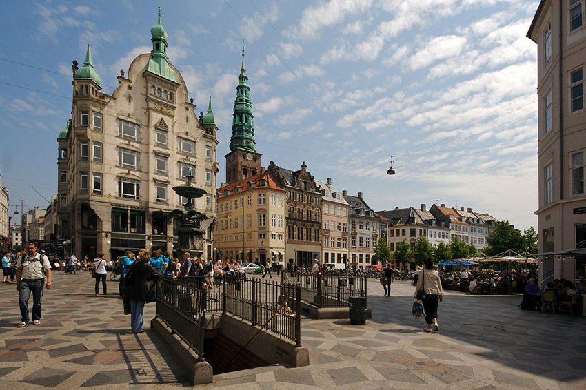 Strøget – Fussgängerzone in der Innenstadt von Kopenhagen. (Bild: Olga Itenberg, Wikimedia, CC)