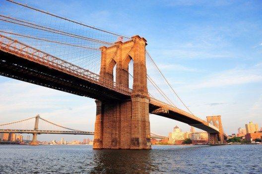 Brooklyn Bridge – eines der Wahrzeichen der Millionenmetropole. (Bild: © Songquan Deng - shutterstock.com)