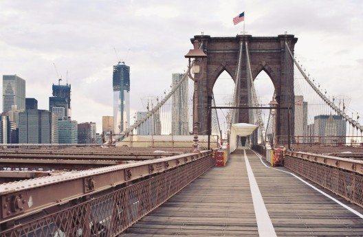 Brooklyn Bridge – eines der Wahrzeichen der Millionenmetropole. (Bild: © pio3 - shutterstock.com)