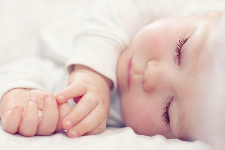 Ein Nuscheli als gern ausgewähltes Geschenk zur Geburt. (Bild: © Olesia Bilkei - fotolia.com)
