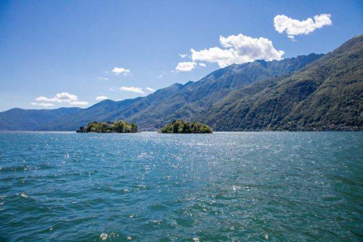 Im Lago Maggiore liegen die Brissago-Inseln (Bild: © Diriye Amey - shutterstock.com)