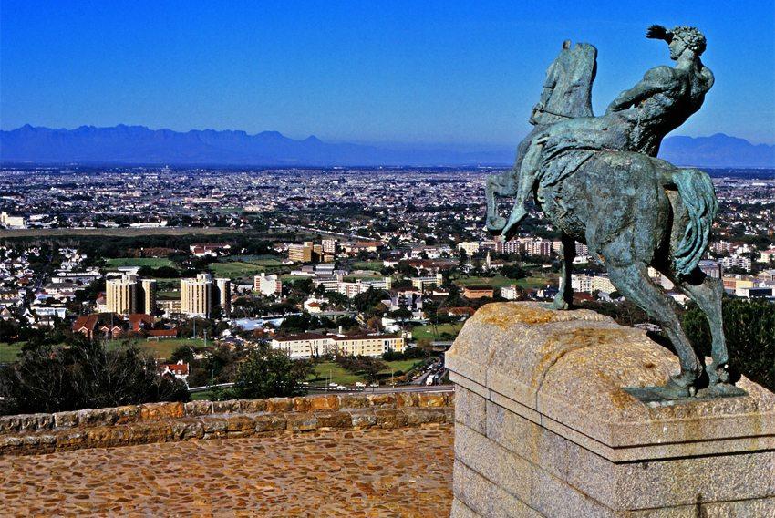 Rhodes-Memorial in Kapstadt (Bild: Janek Szymanowski, Wikimedia, CC)