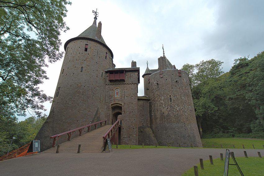 Castle Coch – das Märchenschloss bei Cardiff (Bild: Steve Collis, Wikimedia, CC)