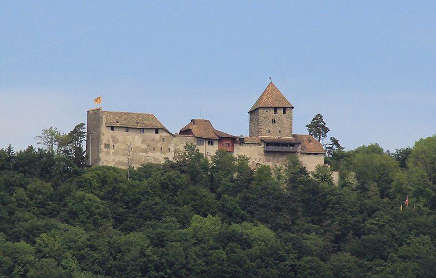 Die Burg Hohenklingen – das Wahrzeichen von Stein am Rhein (Bild: Micha Ruh, Wikimedia, CC)