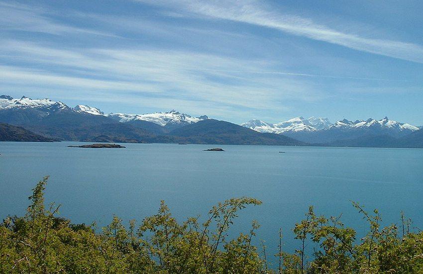 See General Carrera mit dem Berg San Valentín, Chile (Bild: Jorge Morales Piderit, Wikimedia)