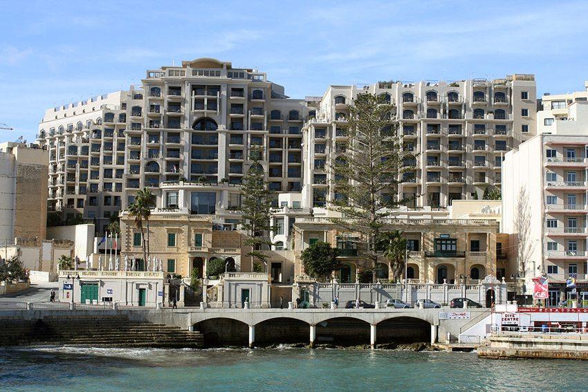 Hotels In St. Julien, Malta (Bild: Myriam Thyes, Wikimedia, CC)
