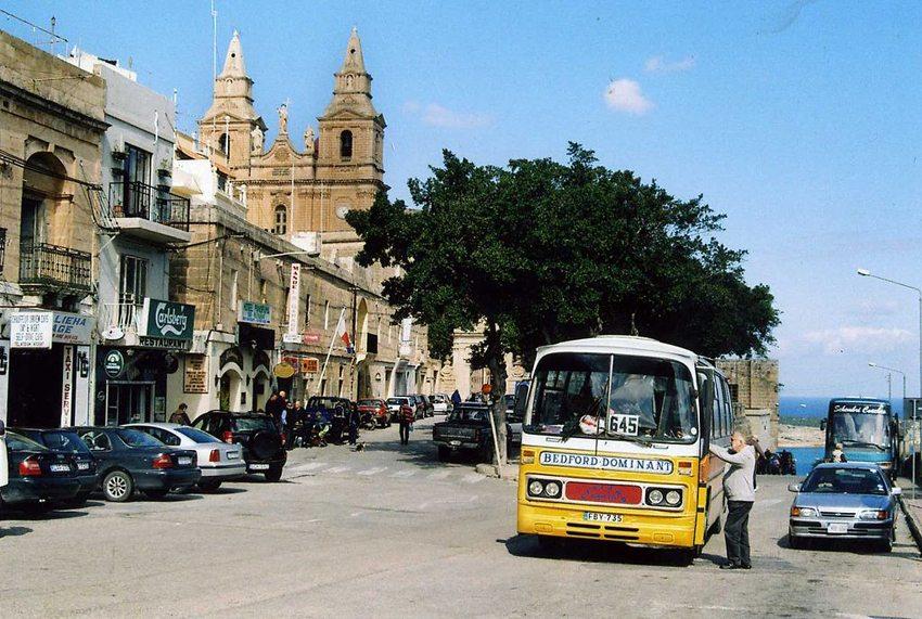 Mit einem Linienbus auf Malta unterwegs (Bild: Felix O, Wikimedia, CC)