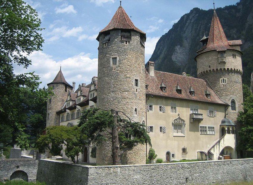 Schloss Marschlins – Eckturm im Südwesten (Bild: Adrian Michael, Wikimedia, CC)