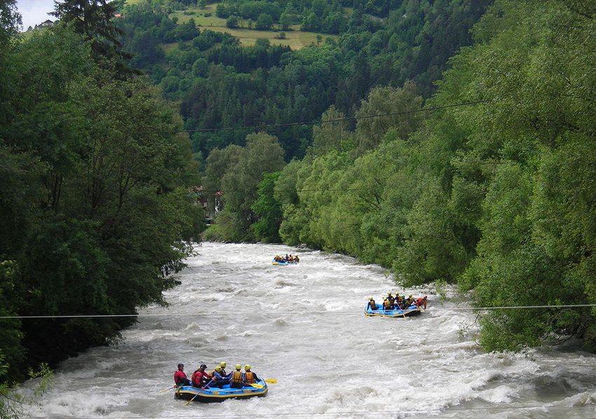 Rafting im Fluss Ötz (Bild: Prankster, Wikimedia, CC)