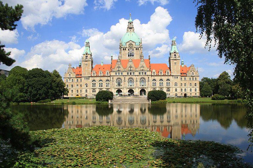Das Neue Wilhelminische Rathaus in Hannover (Bild: Kora27, Wikimedia, CC)