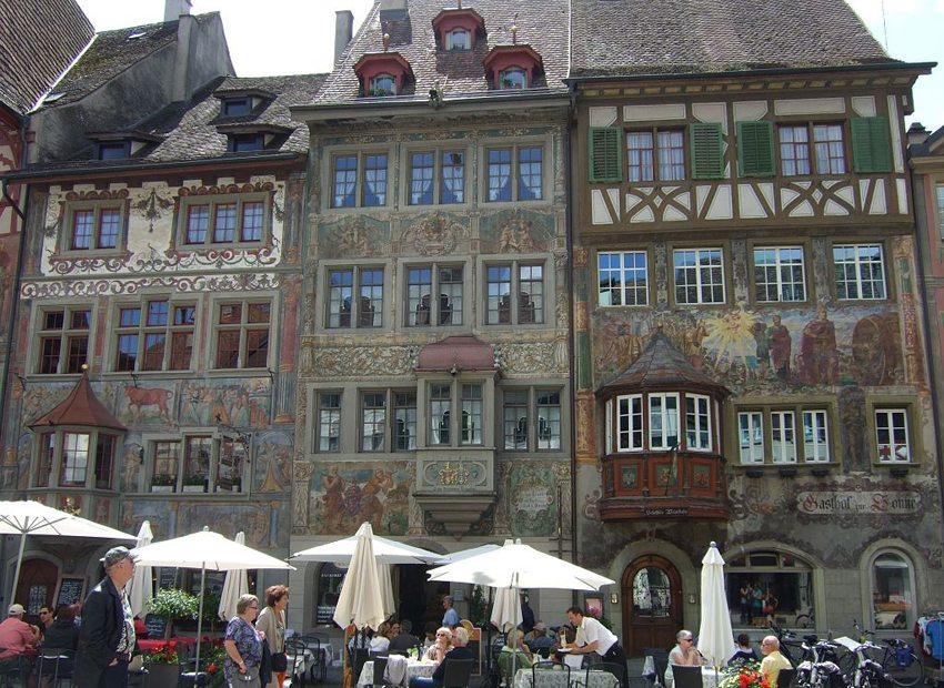 In der Altstadt von Stein am Rhein (Bild: D.streun, Wikimedia, CC)