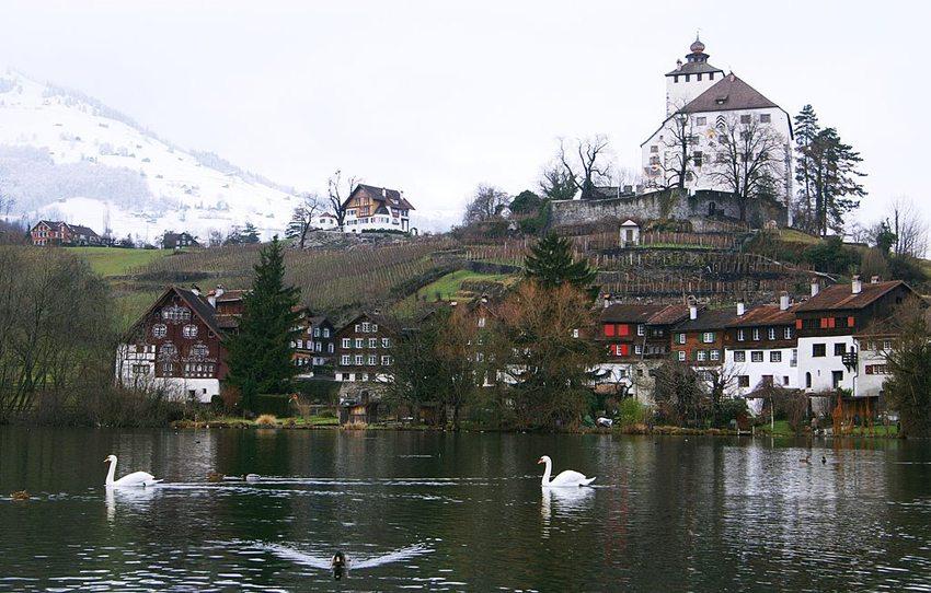 Schloss und Burgstädtchen Werdenberg im Schweizer Rheintal (Bild: böhringer friedrich, Wikimedia, CC)