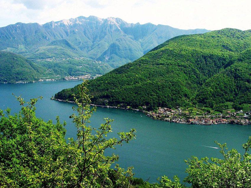 Luganer See, Dorf Brusino Arsizio und Monte San Giorgi (Bild: MadGeographer, Wikimedia, CC)